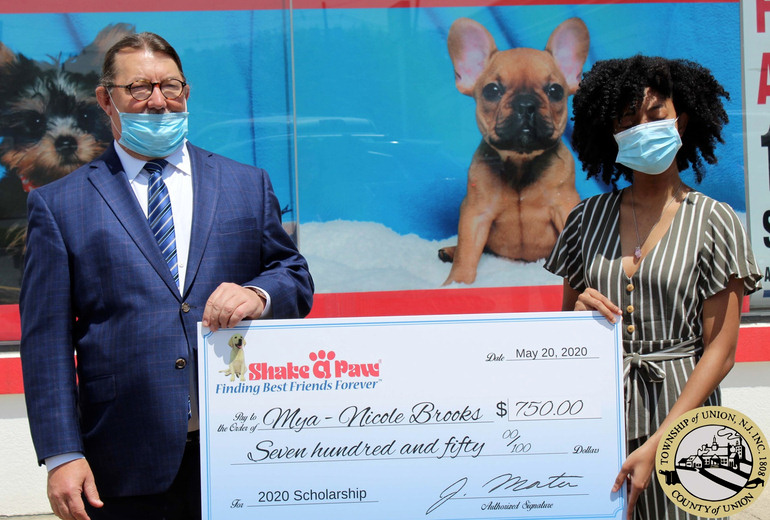Shake A Paw Student Animal Care Scholarship